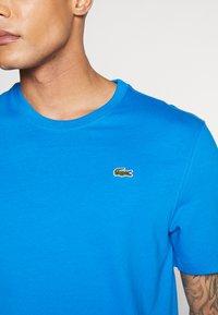 Lacoste LIVE - T-Shirt print - nattier blue/white - 5