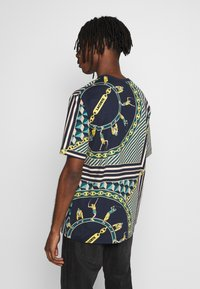 Lacoste LIVE - T-shirts med print - navy blue/multico - 2