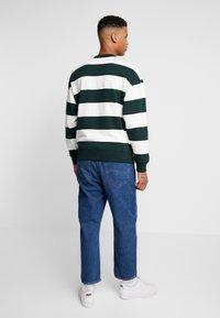 Lacoste LIVE - SH8142 - Sweatshirts - flour/sinople - 2