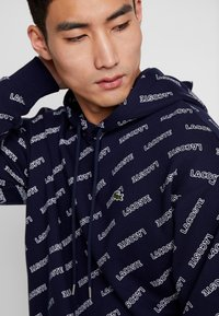 Lacoste LIVE - SH8151 - Hoodie - marine/blanche - 4