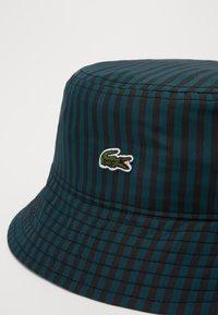 Lacoste LIVE - BUCKET HAT - Hattu - black/pine - 5