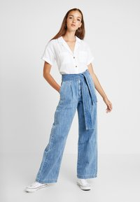 Levi's® Made & Crafted - LMC TIE TROUSER - Flared jeans - blue bell - 1