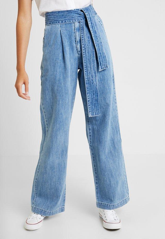 LMC TIE TROUSER - Flared Jeans - blue bell