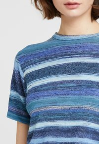 Levi's® Made & Crafted - BOY TEE - T-Shirt print - blue mirage blues - 4