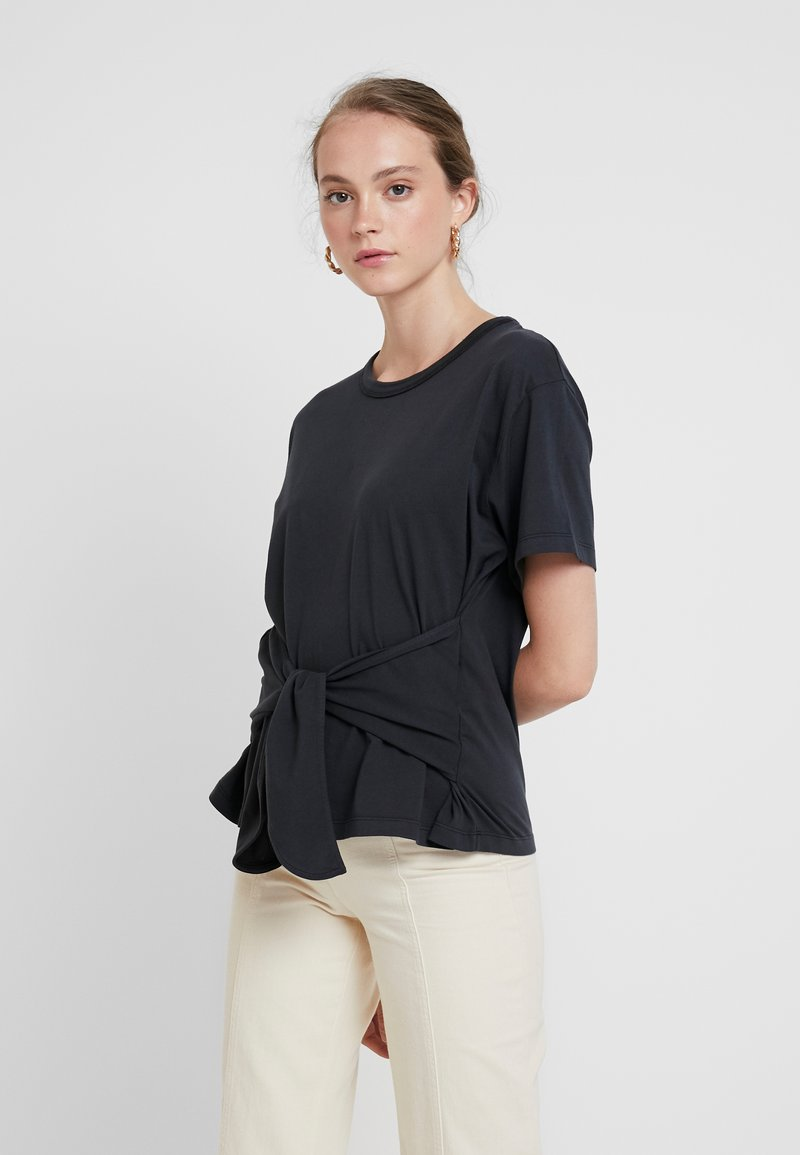 Levi's® Made & Crafted - LMC LASSO TEE - T-shirts med print - jet black