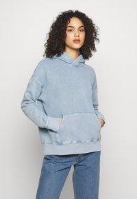 Levi's® Made & Crafted - THE HOODIE - Bluza z kapturem - copen blue wash - 0
