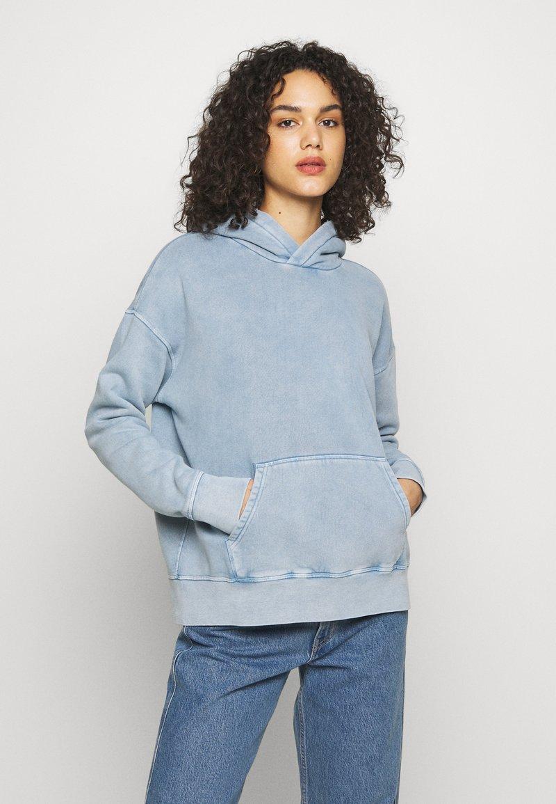 Levi's® Made & Crafted - THE HOODIE - Bluza z kapturem - copen blue wash