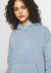 Levi's® Made & Crafted - THE HOODIE - Bluza z kapturem - copen blue wash - 4