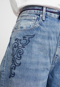 Levi's® Made & Crafted - LMC BARREL - Jean droit - lmc blue soutache - 4
