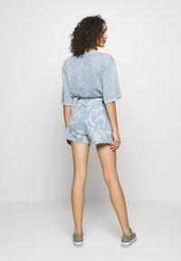 Levi's® Made & Crafted - CINCHED TAB - Denim shorts - light blue denim - 2