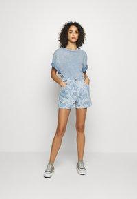 Levi's® Made & Crafted - CINCHED TAB - Denim shorts - light blue denim - 1