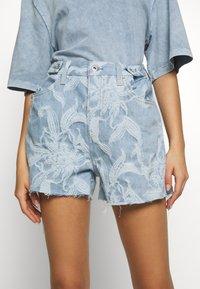 Levi's® Made & Crafted - CINCHED TAB - Denim shorts - light blue denim - 3