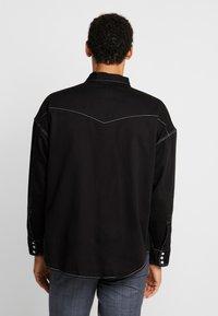 Levi's® Made & Crafted - OVERSIZED WESTERN - Košile - black denim - 2
