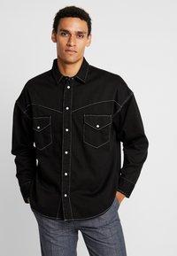Levi's® Made & Crafted - OVERSIZED WESTERN - Košile - black denim - 0