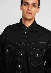 Levi's® Made & Crafted - OVERSIZED WESTERN - Košile - black denim - 3