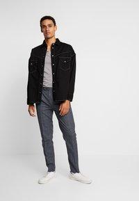 Levi's® Made & Crafted - OVERSIZED WESTERN - Košile - black denim - 1