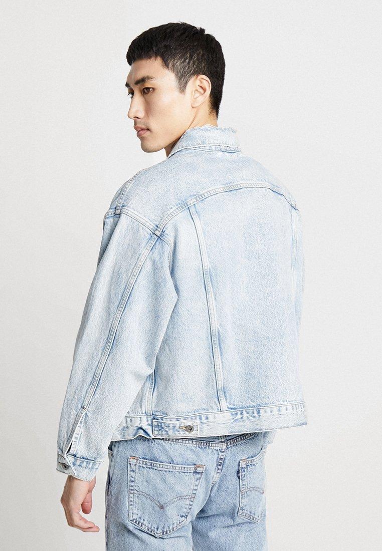 IiiVeste Bleached Type Jean Madeamp; Crafted En Levi's® Oversized Denim J1cTlFK3