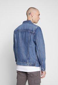 Levi's® Made & Crafted - TYPE WORN TRUCKER - Jeansjacka - blue denim - 2