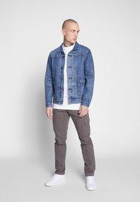 Levi's® Made & Crafted - TYPE WORN TRUCKER - Džínová bunda - blue denim - 1