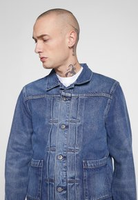 Levi's® Made & Crafted - TYPE WORN TRUCKER - Jeansjacka - blue denim - 3