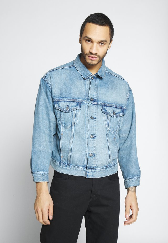 OVERSIZED - Denim jacket - timmer
