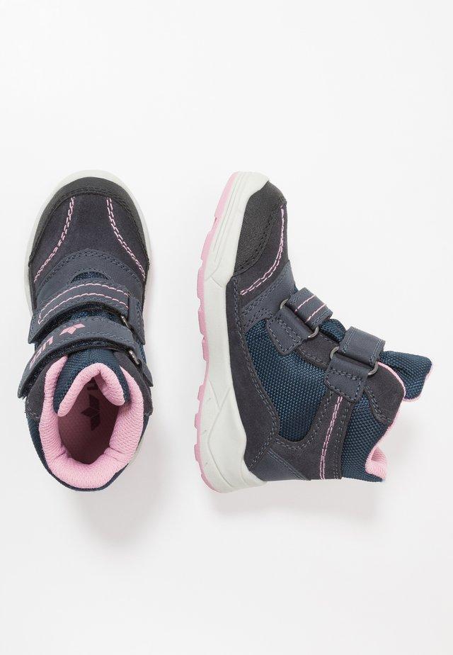 LEVANO - Vinterstøvler - marine/rosa