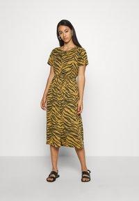 Leon & Harper - REVA TIGER - Sukienka letnia - brown - 1