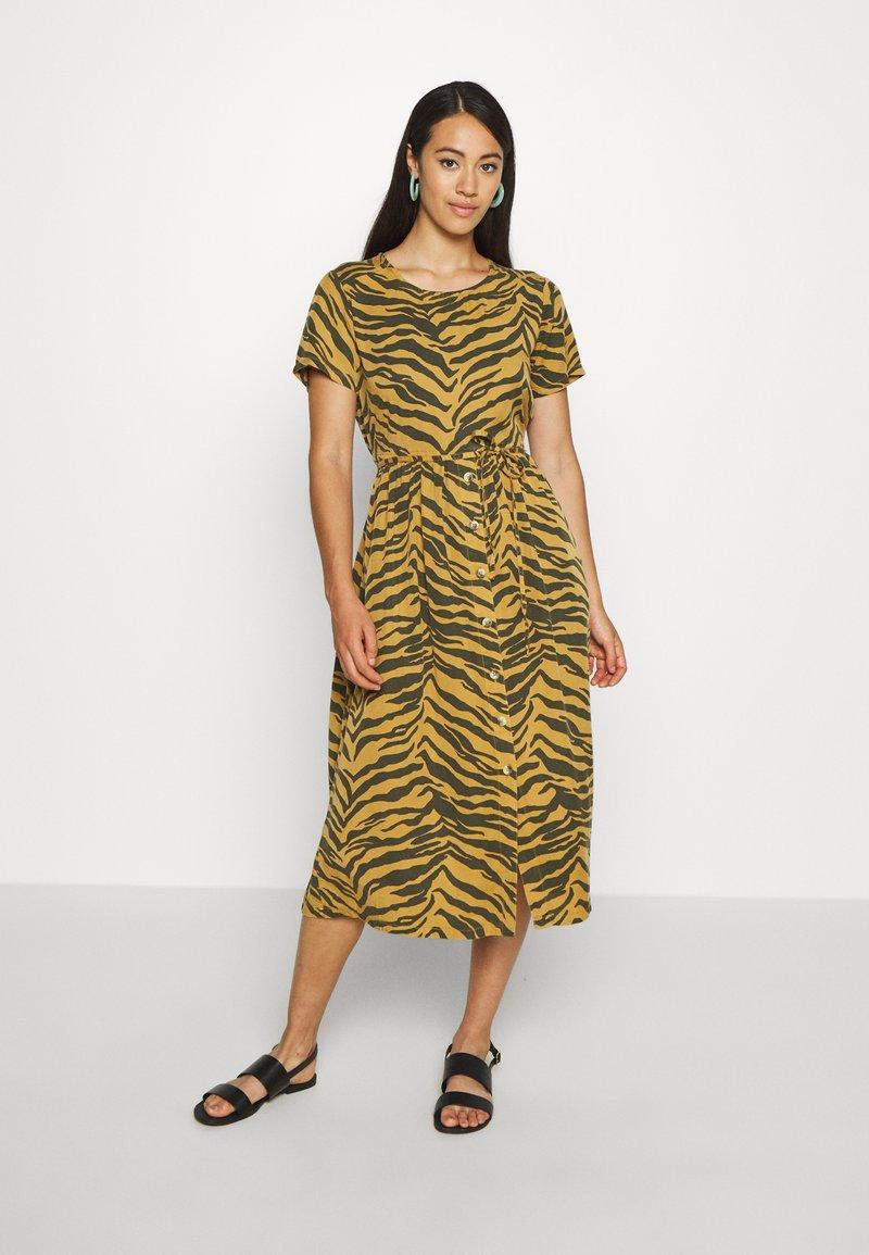 Leon & Harper - REVA TIGER - Sukienka letnia - brown