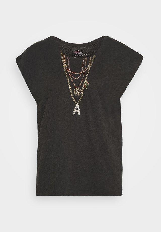 TOVOU  - T-shirt z nadrukiem - carbone