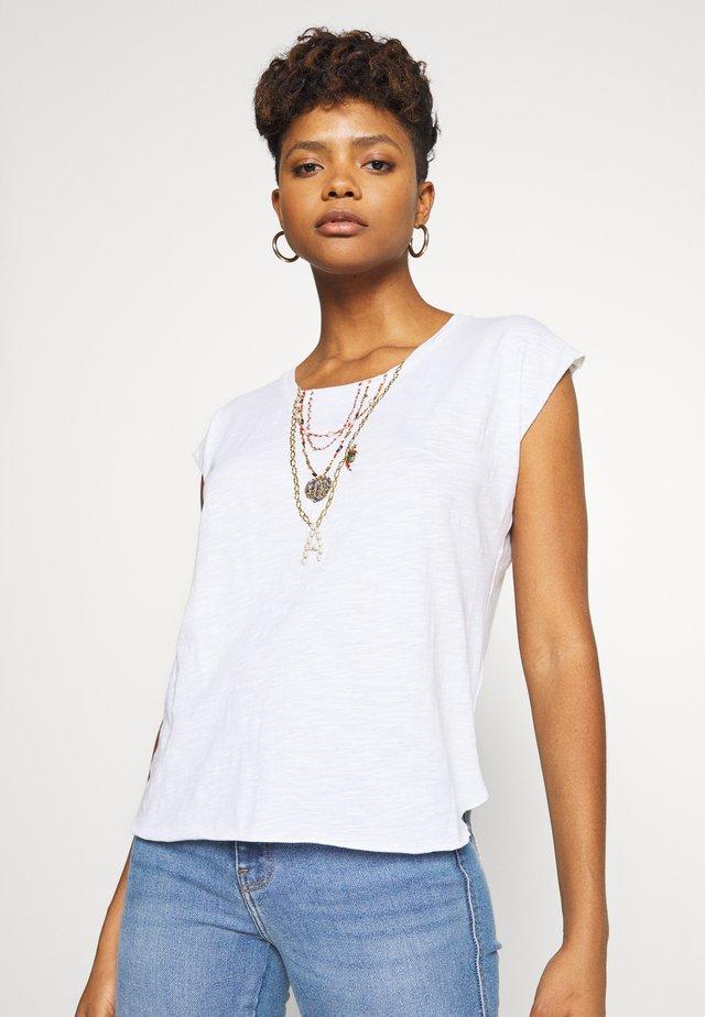 TOVOU PEARL - T-shirt z nadrukiem - white