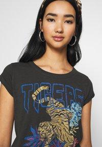 Leon & Harper - TOVA TIGER - T-shirts print - carbone - 3
