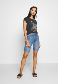 Leon & Harper - TOVA TIGER - T-shirts print - carbone - 1