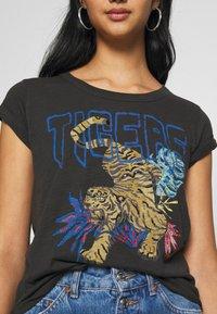 Leon & Harper - TOVA TIGER - T-shirts print - carbone - 5