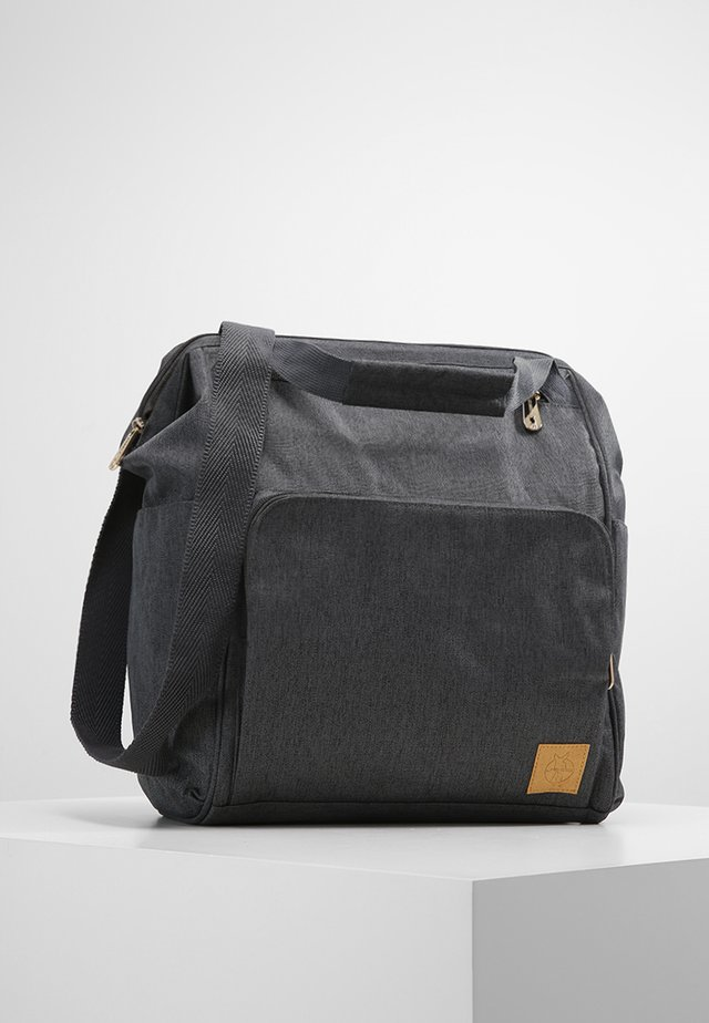 GOLDIE BACKPACK - Wickeltasche - anthracite