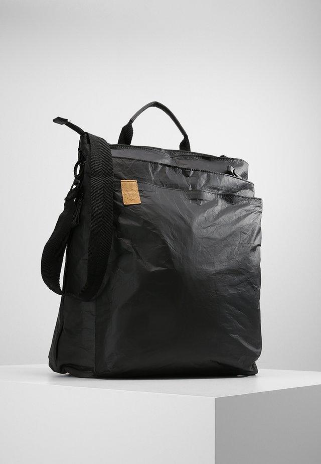 TYVE BACKPACK BLACK WICKELRUCKSACK - Baby changing bag - black