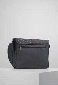 Lässig - MESSENGER BAG TRIANGLE - Tasker - dark grey - 2