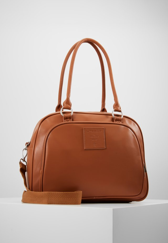 TENDER CIPO BAG SET - Wickeltasche - cognac