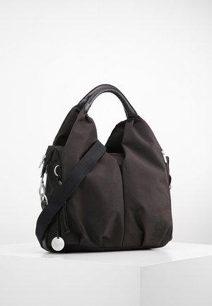 NECKLINE BAG - Taška na přebalování - black