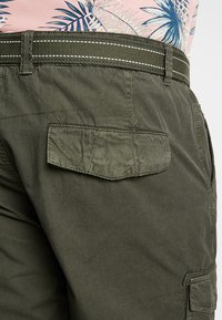 LERROS - CARGO - Shorts - dark green - 5