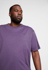 LERROS - UEBERGROESSE - Basic T-shirt - autumn grape - 4