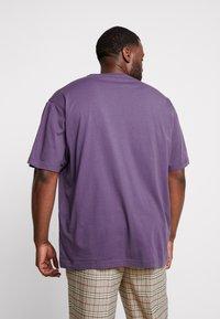 LERROS - UEBERGROESSE - Basic T-shirt - autumn grape - 2