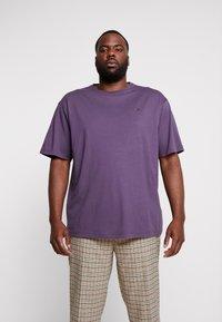 LERROS - UEBERGROESSE - Basic T-shirt - autumn grape - 0