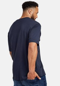 LERROS - UEBERGROESSE - Basic T-shirt - night blue - 2