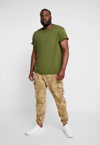 LERROS - UEBERGROESSE - Jednoduché triko - moss green - 1