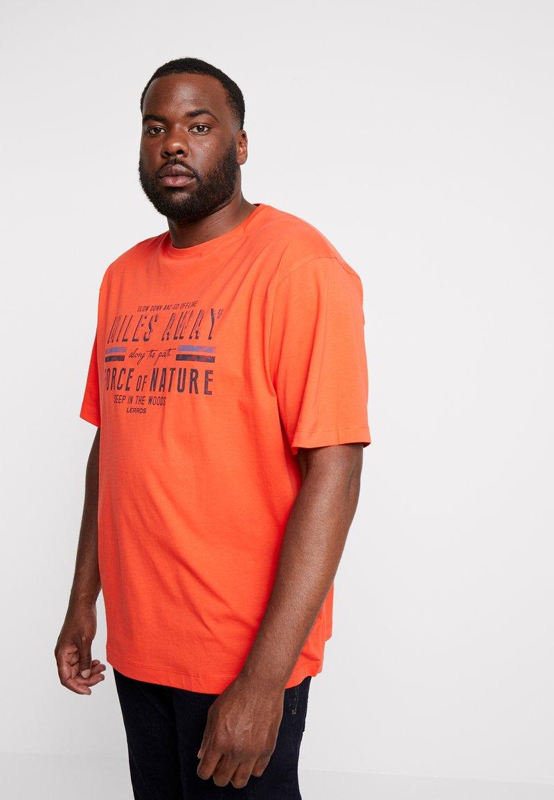 LERROS - O-NECK - T-Shirt print - sharp orange
