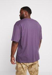 LERROS - O-NECK - Print T-shirt - autumn grape - 2
