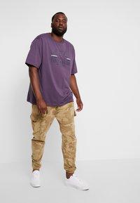 LERROS - O-NECK - Print T-shirt - autumn grape - 1