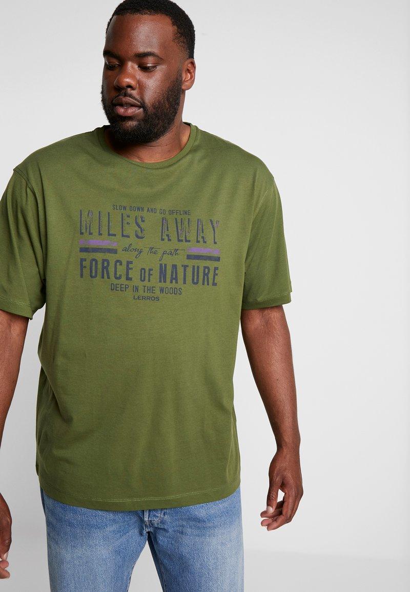 LERROS - O-NECK - Print T-shirt - moss green