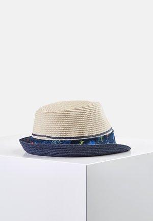 Hat - sand