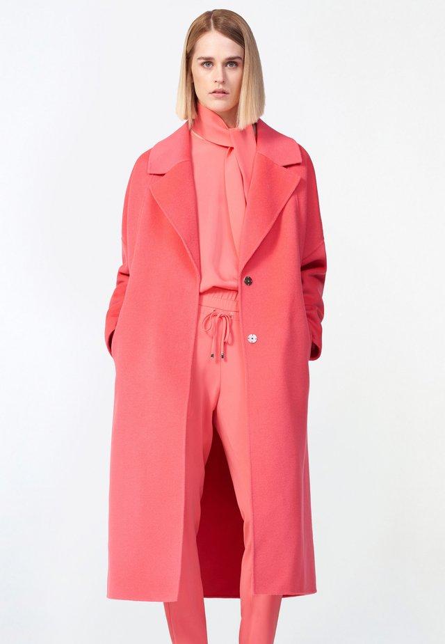 Short coat - coral